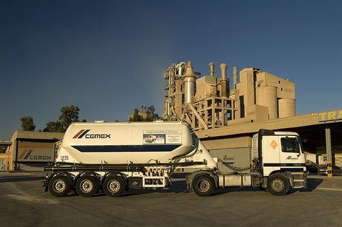 Salen del Puerto de Palma 16.000 toneladas de cemento de la planta de Cemex, en Lloseta