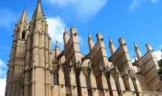 El 'Espacio Campins-Gaud�' recorre la Catedral que se encontraron el obispo y el arquitecto a principios del siglo XX