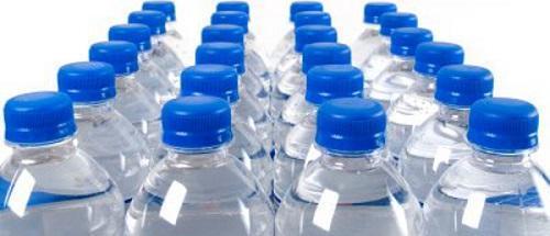 Los farmacéuticos recuerdan la importancia de una correcta hidratación en verano