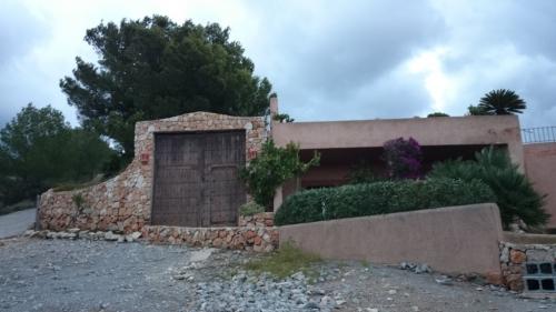 Comienza la demolici�n de la casa ilegal de Puig d'en Serra (Ibiza)