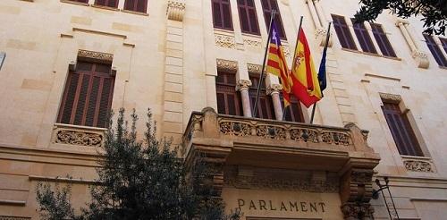El Parlament validar� este lunes el Decreto Ley que suspende las licencias a grandes superficies