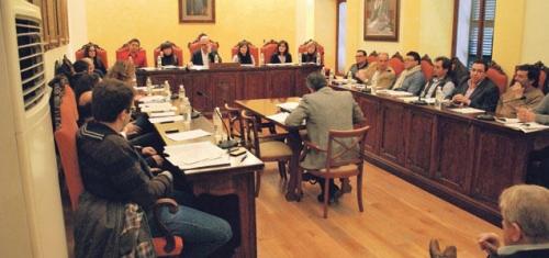 El Parlament modifica la ley municipal y de régimen local que permite la grabación de los plenos en ayuntamientos