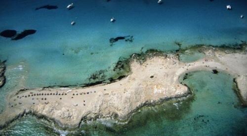 Un total de 24 socorristas vigilan ya las playas de Formentera