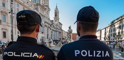 Agentes de la Policía Nacional y de las policías de Francia, Italia y Portugal patrullan juntos para reforzar la atención al turista