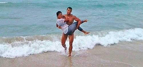 Rescatan a una masajista a punto de ahogarse al huir de la Polic�a en s�Arenal