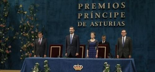 Felipe VI avisa de que ciudadanos e instituciones est�n sometidos por igual al mandato de la ley