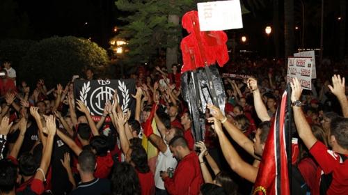 Unos 1.500 aficionados piden la dimisi�n de la directiva del Mallorca