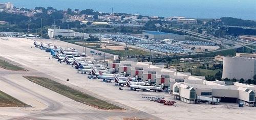 Fallece una mujer en un avión en el aeropuerto de Palma