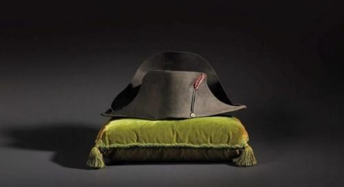 Un sombrero de dos picos de Napole�n, subastado por 1,89 millones en Par�s