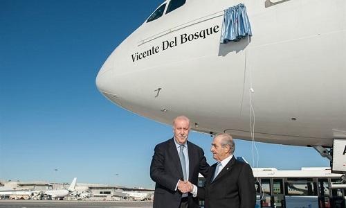 Air Europa bautiza uno de sus aviones con el nombre de Vicente del Bosque
