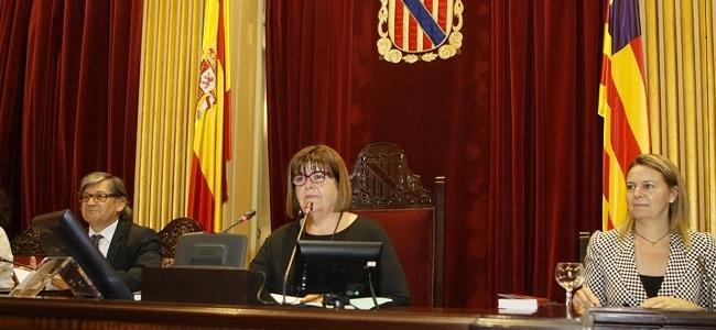 El Parlament aprueba la rebaja de sueldos que supondr� un ahorro anual de 250.000 euros