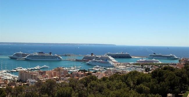 8 cruceros coinciden haciendo escala en el puerto de Palma