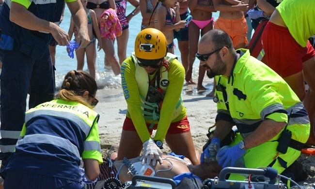 Muro pone a prueba sus servicios de emergencias en playas