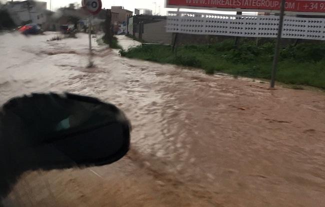 Cerrada por inundación la carretera de Campos a la Colònia de Sant Jordi