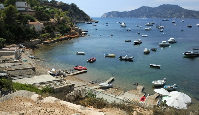 Sancionados con 6.000 euros por celebrar una fiesta en un barco en el Parque Natural de Ses Salines