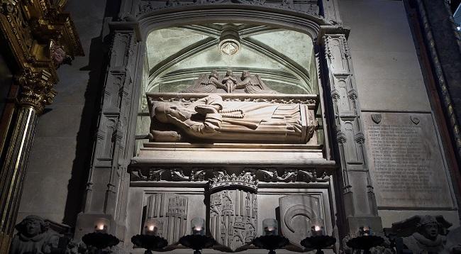 Descubren policromías anteriores a 1619 en el sepulcro de Ramon Llull