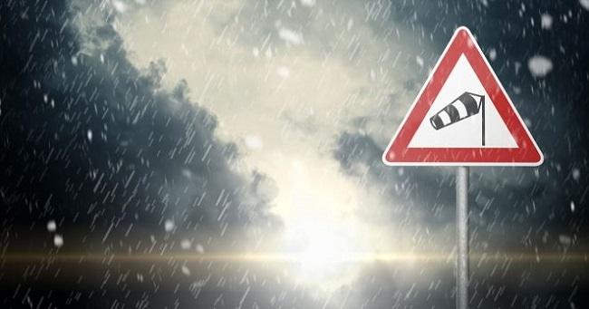 ¿Cómo conducir con viento? 7 consejos para hacerlo de forma segura