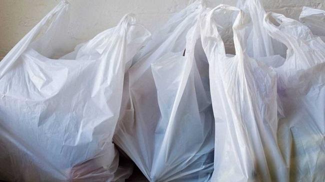 Amics de la Terra celebra el uso de bolsas de plástico de un solo uso