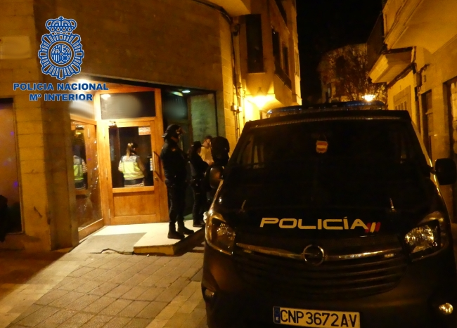 La Policía Local y Policía Nacional detienen a un hombre y una mujer por un delito de lesiones y tentativa de homicidio, respectivamente