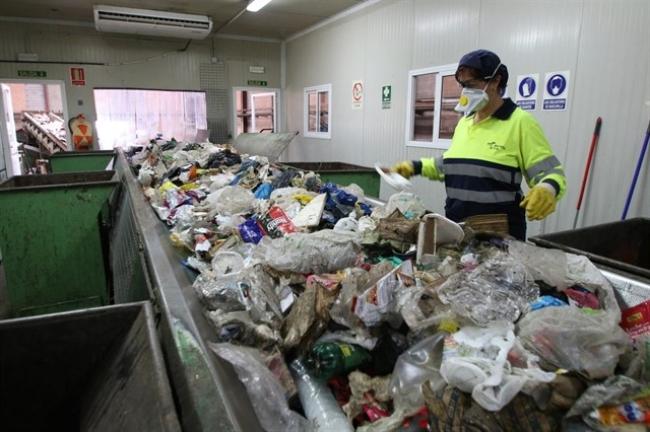 El turismo en Mallorca triplica anualmente la generación de basuras
