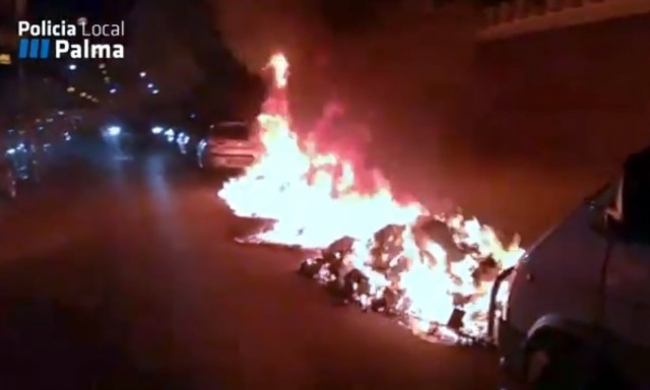 Dos contenedores incendiados en Palma