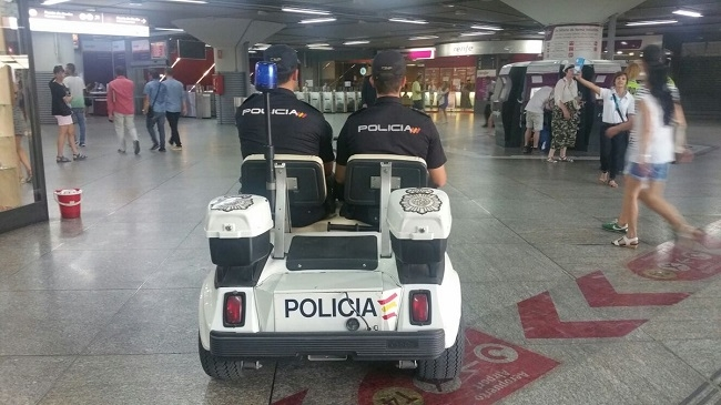 """El Ministerio del Interior aumenta la presencia policial durante la Navidad para garantizar un """"Comercio Seguro"""""""