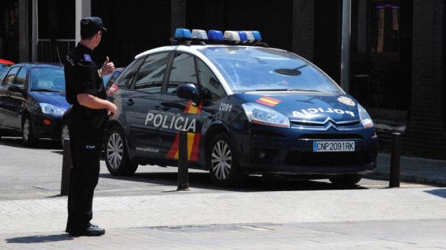 La Policía Nacional detiene a tres personas por intentar viajar con documentación falsa