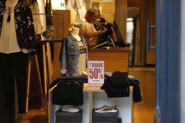 Consumo recuerda los derechos de los consumidores y las obligaciones de los comercios en rebajas