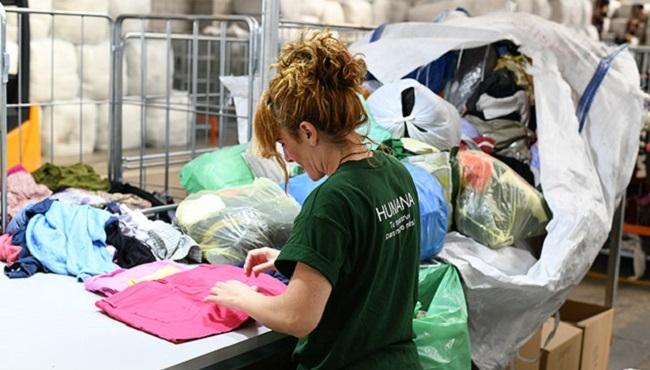Humana recupera 329 tones de tèxtil usat a Balears  per a donar-les una finalitat social