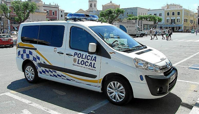 Un hombre apuñala a su ex pareja e intenta cortarse las venas en Ciutadella