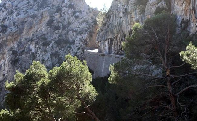 Se desviará el trazado de la curva donde se cayó el muro de la carretera entre Caimari y el coll de sa Batalla
