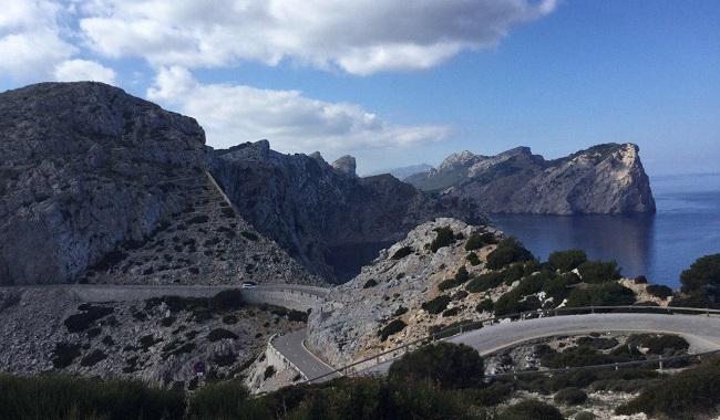 La regulació d'accés al far de Formentor ha començat aquest dissabte