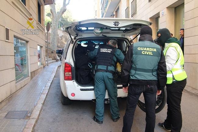 La Guardia Civil de Calvià  detiene a dos jóvenes por robo en viviendas