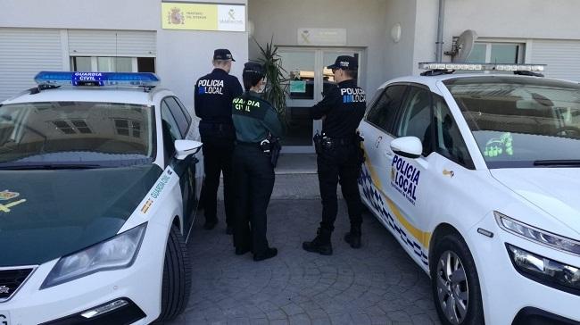 Un guardia civil y un polizei alemán evitan que un joven saltara desde una azotea en Santa Margarita