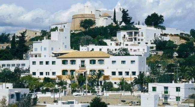 El Ayuntamiento de Eivissa y la  Policía Nacional ponen en marcha el Servicio de Atención al Turista Extranjero
