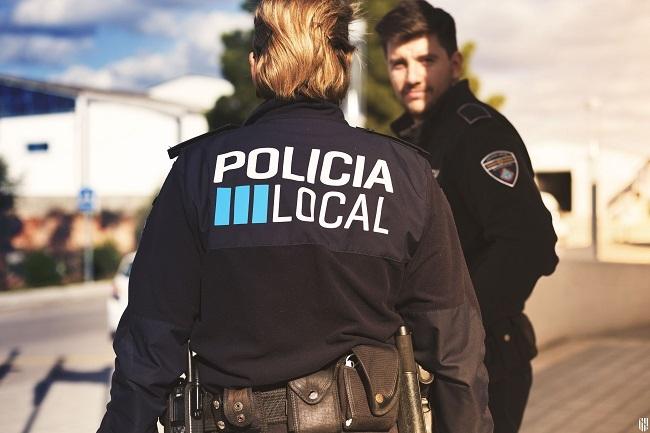 El Govern firma con ayuntamientos una oferta de 104 plazas de Policía Local