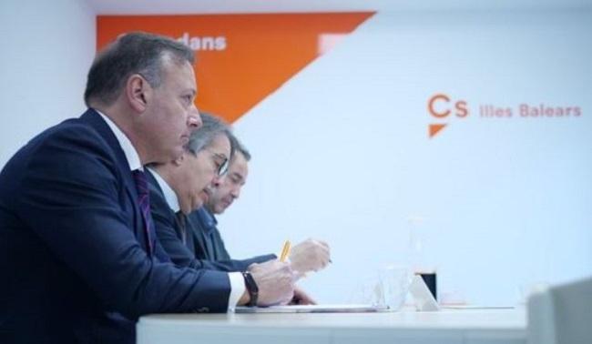 Joan Mesquida (Cs) se reúne con el embajador del Reino Unido en España