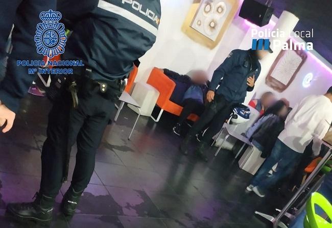 La Policía Nacional junto con la Policía Local continua con controles en diferentes locales de ocio y vía pública