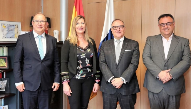 Los consellers de Salud de las Illes Balears y del Gobierno de Canarias debaten sobre los efectos de la insularidad en la gestión sanitaria