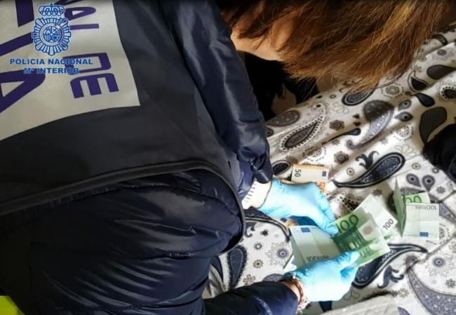 La Policía Nacional detiene a cinco personas por un delito de trata de seres humanos para la explotación sexual