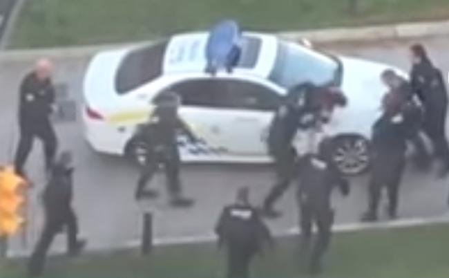 Detenido un individuo con cuchillos amenazó de muerte a los agentes en Palma