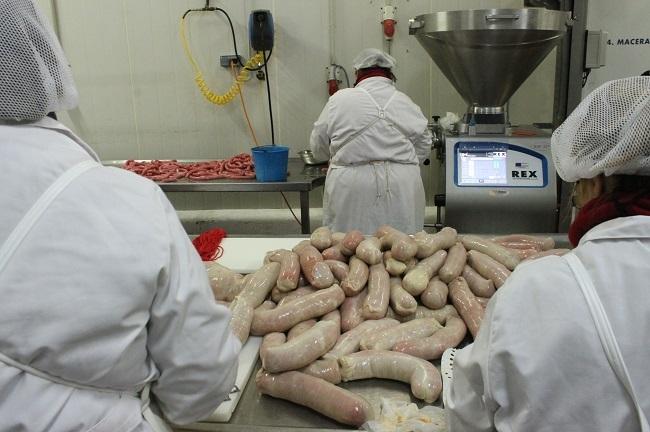 Salud Pública realizará pruebas para detectar el coronavirus a todos los profesionales de los 10 mataderos de las Islas