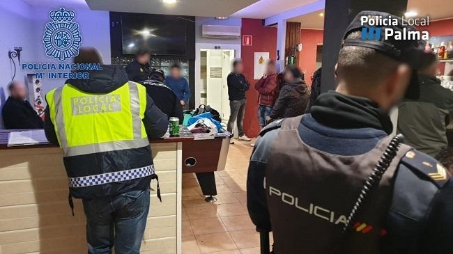La Policía Nacional junto con la Policía Local continúan con controles en diferentes locales de ocio y vía pública