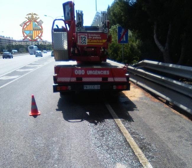 Un camión de bomberos de Palma les deja tirados cuando acudían a una emergencia