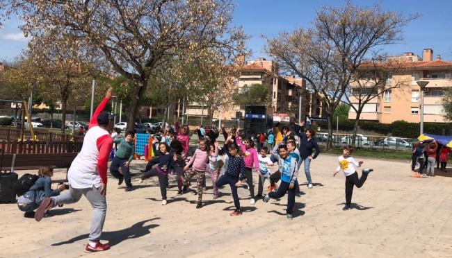 2000 alumnos salen a celebrar el día de la Educación Física en la Calle