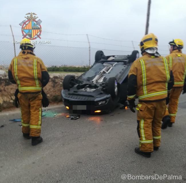 Accidente entre dos coches en Camí Salard