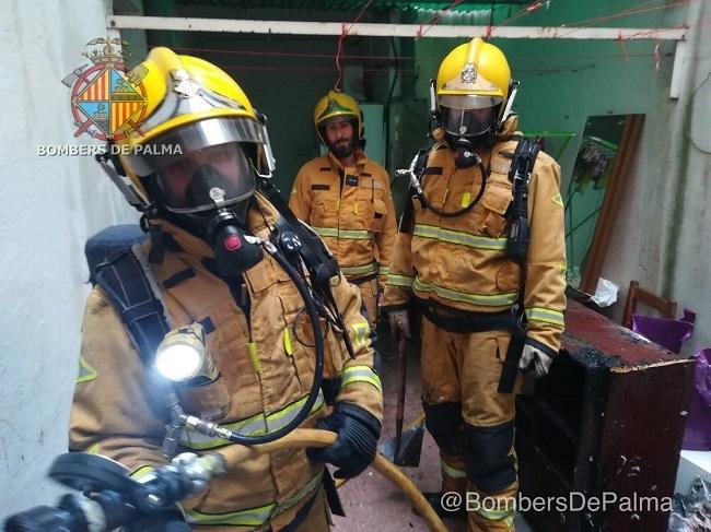 Incendio en patio interior de una vivienda en Palma