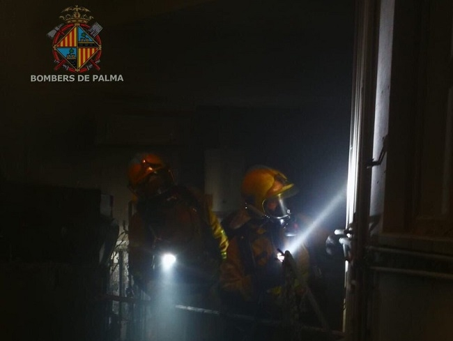 Incendio de material diverso en un aparcamiento subterráneo abandonado en Palma