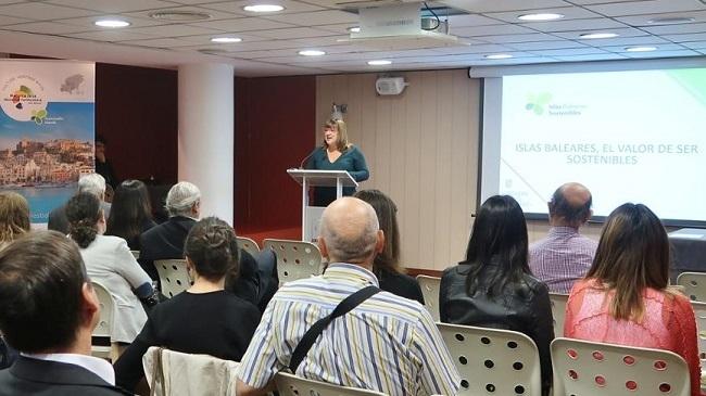 La vicepresidenta explica en Madrid la apuesta del Govern de las Islas Baleares por un turismo sostenible