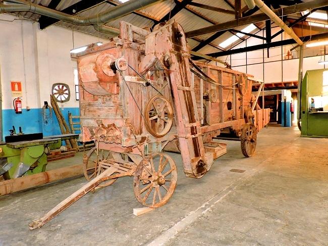 Trasladan a Manacor la batidora Ruston & Hornsby tras ser restaurada